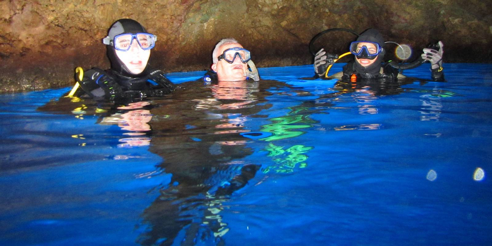 Learn to Scuba Dive in 3 easy steps. You will discover a fantastic new world!